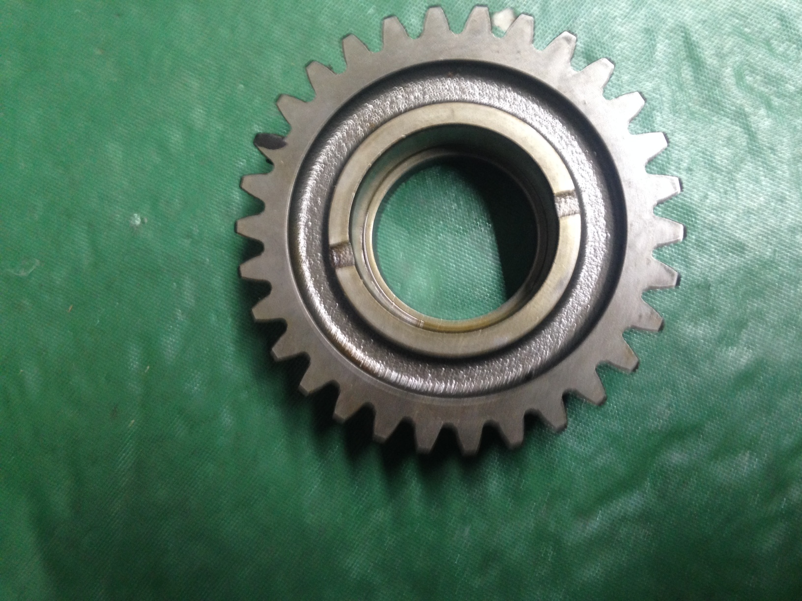 194605-25450 Driven Gear F20,22,24 2 WD & 4WD. Used