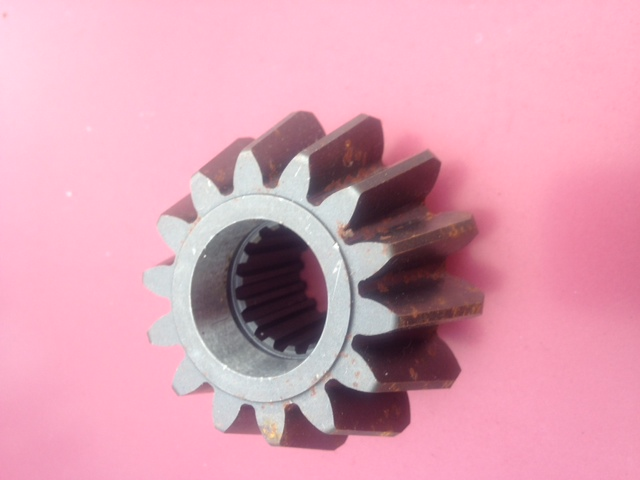 Lower Spindle Pinion ( Front ) JD950,1050