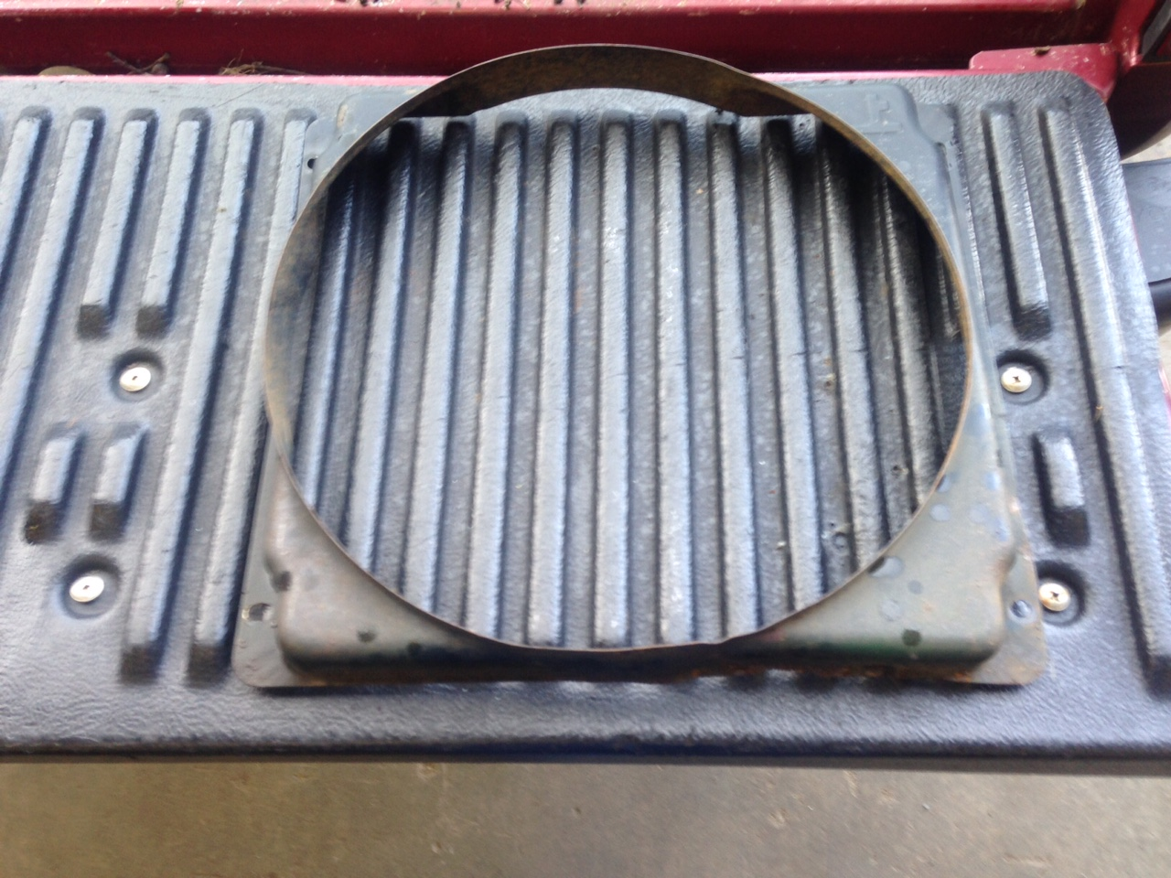 Radiator Shroud JD650,750 ( Used ) 780,785 Air Drill