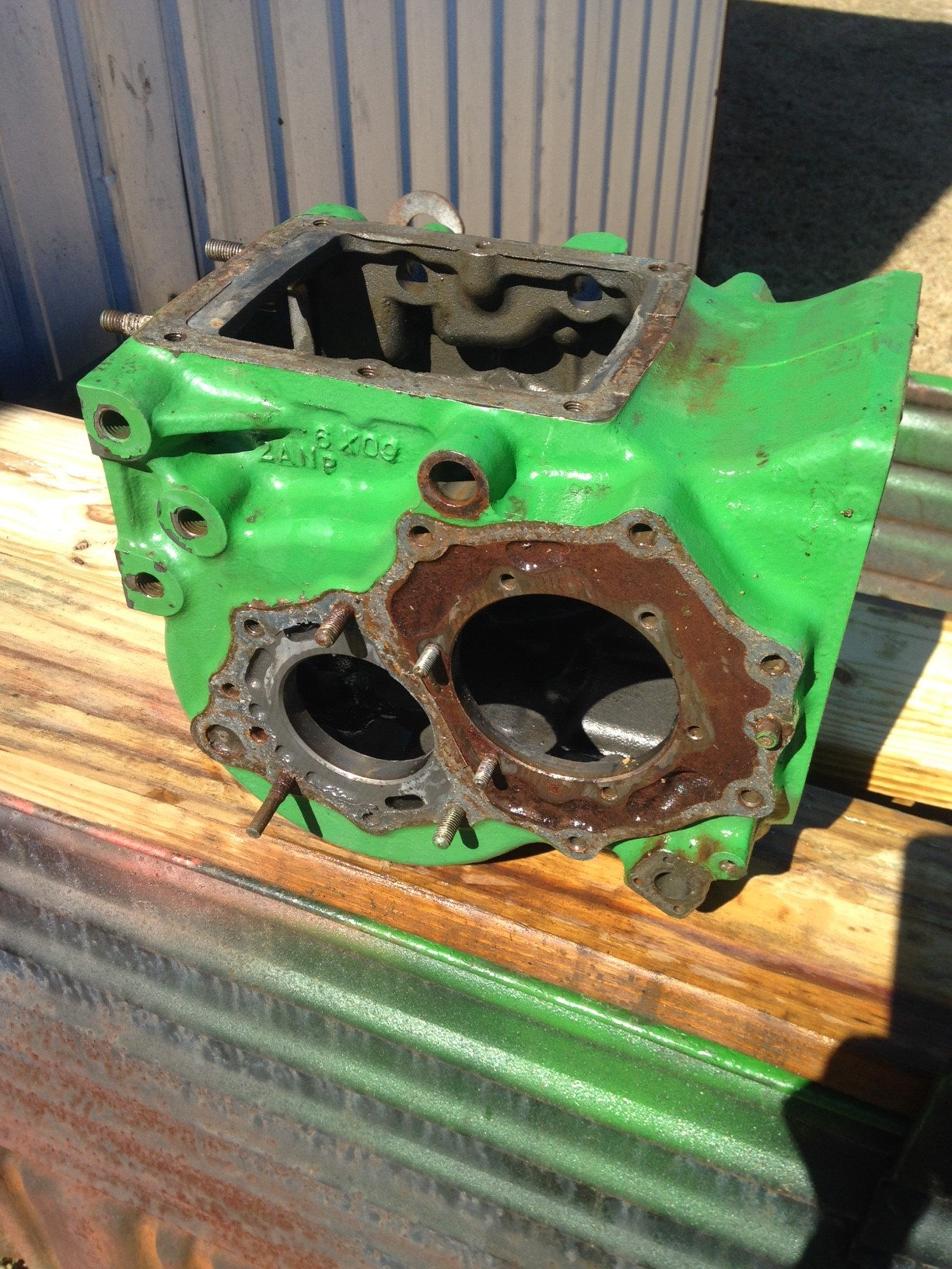 REAR-DIFFERENTIAL Housing ( Used ) JD750