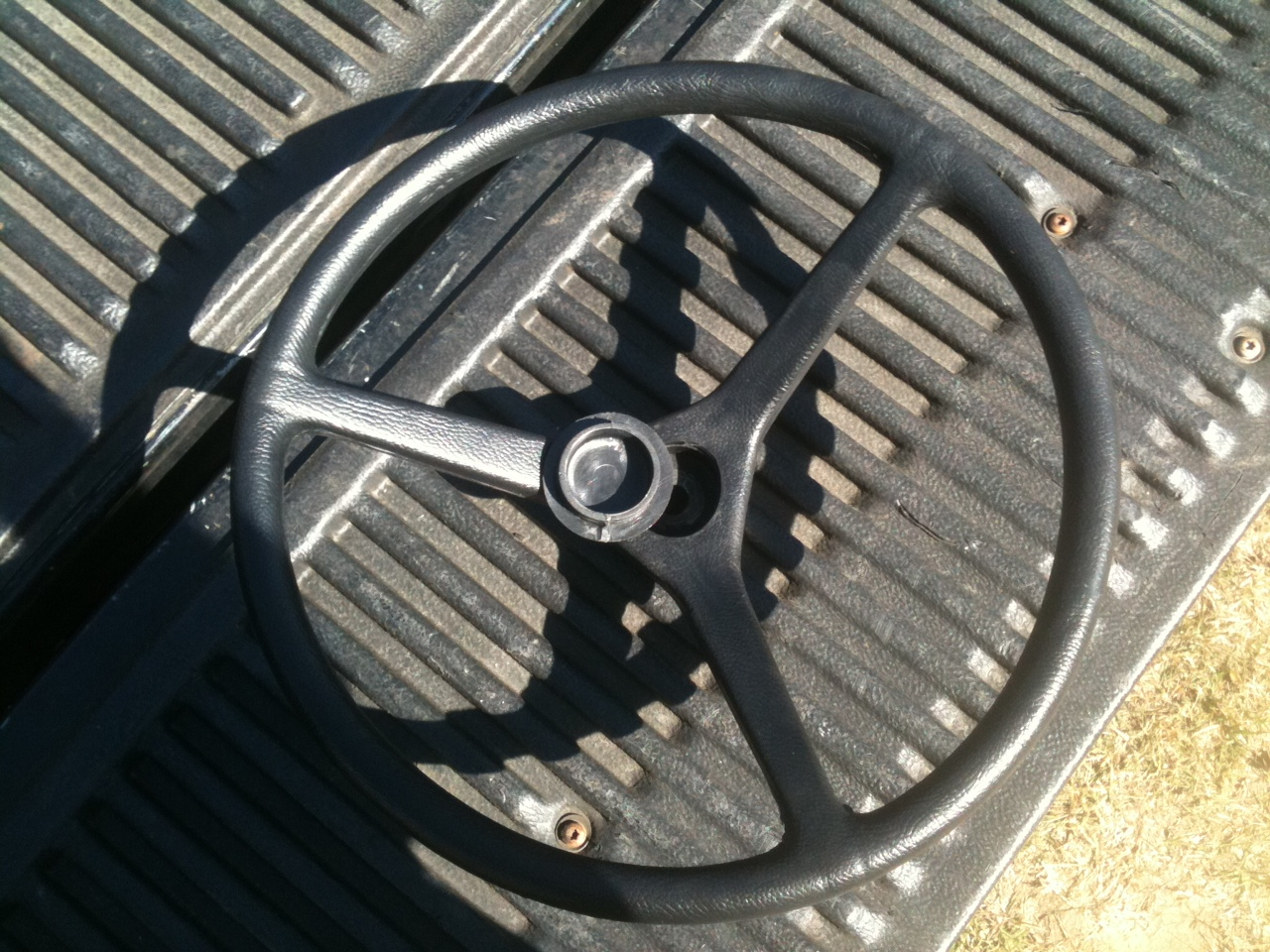 SW-555 Steering Wheel w/cap Fine Splined