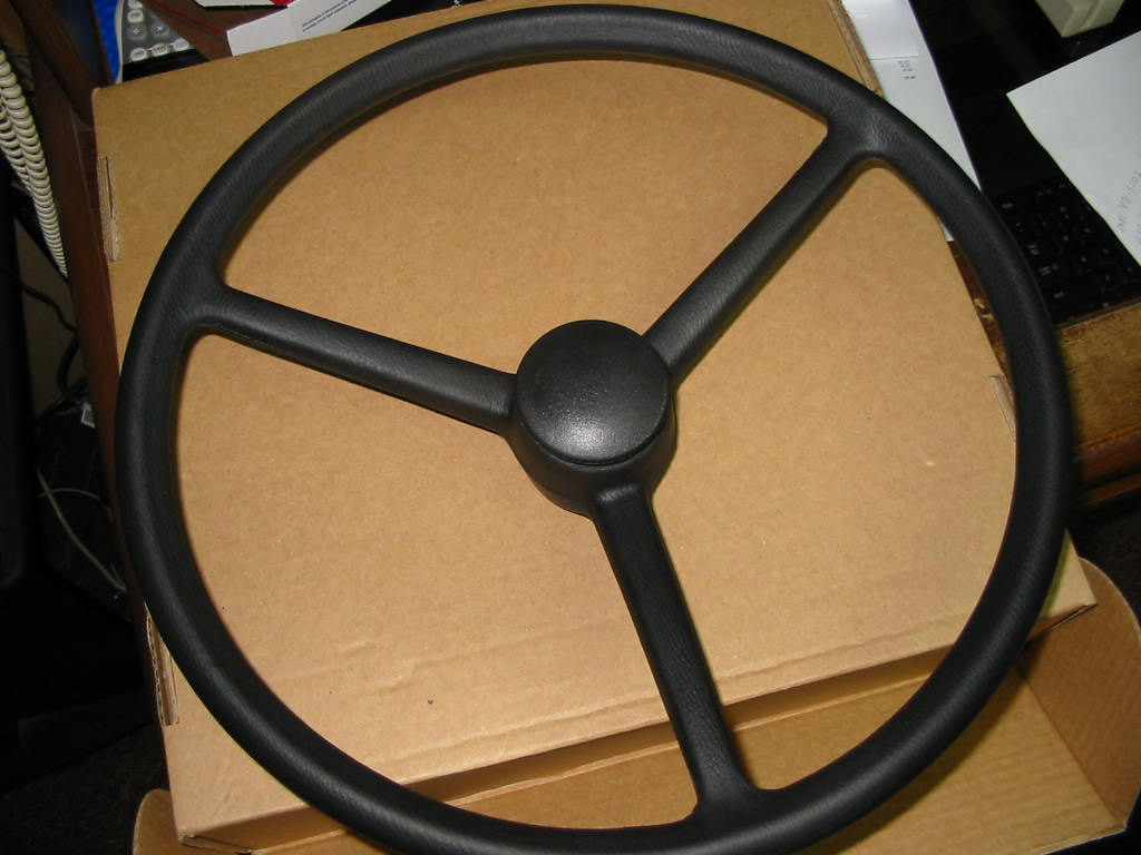 SW-420 Steering Wheel W/Cap, Fine Spline,